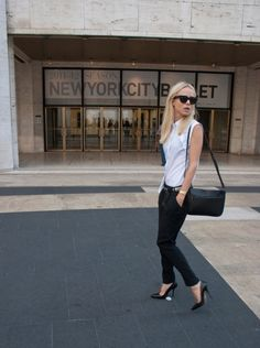 white sleeveless shirt, black skinnies, raybans, pointy stilettos