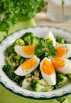 Sałatka brokułowa z jajkami - Mirabelkowy blog Dinner, Cooking, Ethnic Recipes, Blog, Ideas, Recipes, Dining, Kitchen, Food Dinners