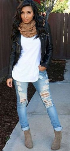 Beautiful Winter Outfits Ideas With Black Leather Jacket 57