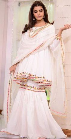 Dress Style Pakistani, Pakistani Kids Dresses, Beautiful Pakistani Dresses, Pakistani Fashion Party Wear, Dress Indian Style, Indian Fashion Dresses, Pakistani Suits, Indian Outfits, Stylish Dresses For Girls