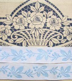 Ancien galon tissé de guirlande de  fleur Bleu pastel