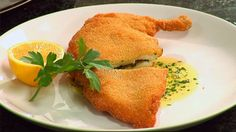 Chicken Kiev is a classic dish of breaded chicken with a sauce of buttery garlic, parsley and lemon. Watch this video as Chef Marco Pierre White shows how to make this easy dish. Also, find the Chicken Kiev recipe and instructions below. Chicken Kiev Recipe, Easy Chicken Recipes, Sunflower Seed Recipes, Healthy Cooking, Cooking Recipes, Yum Yum Chicken, Food Inspiration, Ethnic Recipes, Savoury Recipes