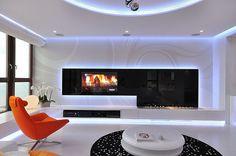 orange Sofa buntes Innendesign modern Eleganz weiß schwarz Blumen