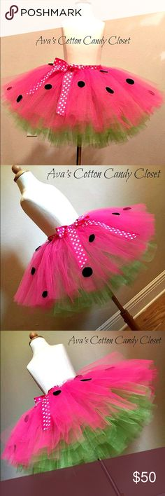 Perfect Tutu Skirt for summer time! Watermelon tutu with green and pink tulle, black felt polka dots and pink polka dot ribbon around waistband to make it adjustable. Diy Circle Skirt, Diy Tulle Skirt, Tulle Skirt Tutorial, Diy Tutu, Tulle Skirts, Watermelon Costume, Tulle Projects, Tutu Rock, Emo Dresses
