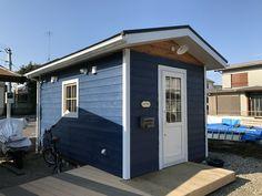 バイクガレージや木製物置小屋として。キットハウス2745 Tiny House Cabin, Future House, Garage Doors, Sweet Home, Shed, Outdoor Structures, Rustic, Garden, Outdoor Decor