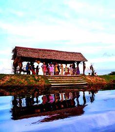 Baile de joropo en los Llanos venezolanos al son de Arpa, Cuatro y Maracas.