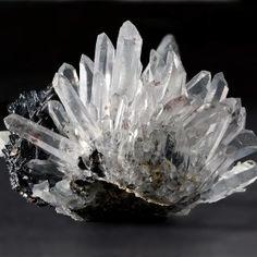 Contoh Mineral Sebagai Bahan Alat Optik Dan Ilmu Pengetahuan