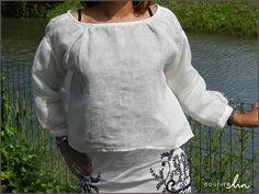 Blouse en voile de lin d'après un patron japonais. Le voile de lin remplace la mousseline préconisée. Le voile de lin permet de jouer avec un effet de superposition et présente l'avantage d'être léger et aérien! http://www.couturelin.com/tissus-au-metre-en-lin-1/rideaux-voilages-en-lin/tissu-blanc-100-pur-lin-tres-fin.html