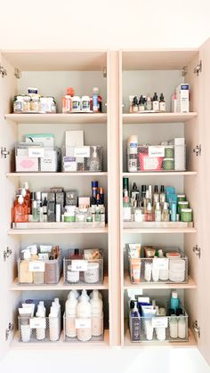 Medicine Cabinet Organization, Bathroom Organisation, Organize Medicine, Medicine Storage, Medicine Cabinets, The Home Edit, Beauty Room, Cheap Home Decor, Home Remodeling
