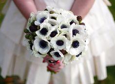 Bukiet ślubny z białych anemonów