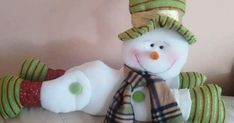 Christmas Crafts For Kids, Diy Christmas Ornaments, Felt Christmas, Make A Snowman, Salt Dough Ornaments, Diy And Crafts, Holiday Decor, Floral, Bella