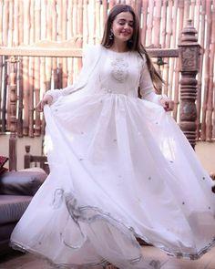 Nikkah Dress, Shadi Dresses, Indian Gowns Dresses, Bridal Dresses, Pakistani Fashion Party Wear, Pakistani Dresses Casual, Pakistani Dress Design, Long Frocks For Girls, Stylish Dresses For Girls