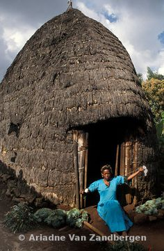 Dorze huts are up to 5m high. Dorze people are renowed cotton spinners and weavers, Chencha, Ethiopia