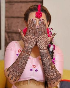 Have you always dreamed of having your hands painted full with henna till the elbows for your wedding day? Well, if you have, then this kind of intricate full hand mehndi design is just for you. Indian Mehndi Designs, Latest Bridal Mehndi Designs, Full Hand Mehndi Designs, Stylish Mehndi Designs, Mehndi Designs 2018, Mehndi Designs For Girls, Wedding Mehndi Designs, Beautiful Henna Designs, Latest Mehndi