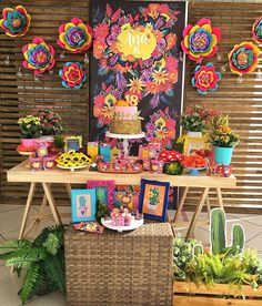 New party ideas mexican theme frida kahlo ideas Frida Kahlo Party Decoration, Frida Kahlo Birthday, Mexican Birthday Parties, Mexico Party, Fiesta Theme Party, Flamingo Party, Tropical Party, Diy Décoration, Birthday Party Decorations