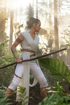 rey in the forest star wars rise of skywalker The final episode of the Star Wars triple trilogy includes long awaited answers and new questions about the future of this epic space fantasy brand. Rey Star Wars, Star Wars Film, Star Wars Poster, Finn Star Wars, Star Wars Meme, Star Wars Art, Star Citizen, Wallpaper Sky, Star Wars Wallpaper
