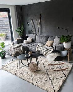 Your living room is one of the most lived-in rooms in your home. Ihr Wohnzimmer ist eines der am meisten bewohnten Zimmer in Ihrem Zuhause. Dark Living Rooms, Living Room Paint, Home Living Room, Interior Design Living Room, Living Room Designs, Modern Living, Cozy Living, Small Living, Stone Interior