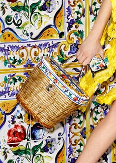 Discover the new Dolce & Gabbana Women's Maiolica Collection for Fall Winter 2016 2017 and get inspired. Italian Theme, Italian Style, Italian Summer, Embroidery Patterns Free, Fall Accessories, Winter Shoes, Italian Fashion, Handicraft, Everyday Fashion