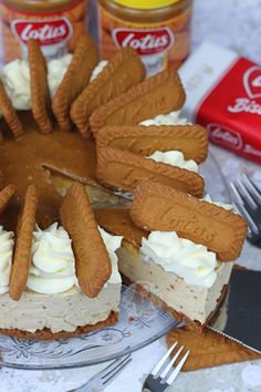 A delicious No-Bake Biscoff Cheesecake, with a Biscoff Biscuit Base, creamy Biscoff Cheesecake filling, sprinkled with more biscuits and more! Biscoff Cheesecake, Baked Cheesecake Recipe, Malteaser Cheesecake, Lotus Cheesecake, Biscoff Cake, Biscoff Cookies, Biscoff Recipes, Baking Recipes, Baking Ideas