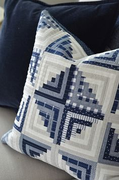 ideas for sewing pillows patchwork quilt patterns Log Cabin Quilt Pattern, Patchwork Quilt Patterns, Log Cabin Quilts, Quilting Fabric, Blue Quilts, Small Quilts, Mini Quilts, Sewing Pillows, Quilted Pillow