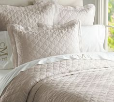 Sharing eight simple steps to making a bed that's not only cozy and beautiful but also designed to help you get a restful night's sleep. Brick Ranch Houses, Plum Walls, Linen Sheets, Linen Duvet, Diamond Quilt, Farmhouse Style Decorating, How To Make Bed, Flagstone, Quilt Bedding