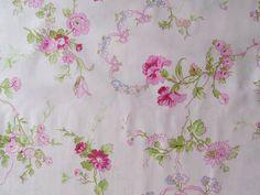Stoffe gemustert - Blumenstoff, Verna Mosquera, Ribbons and Roses - ein…