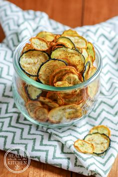 Low-carb crispy zucchini chips