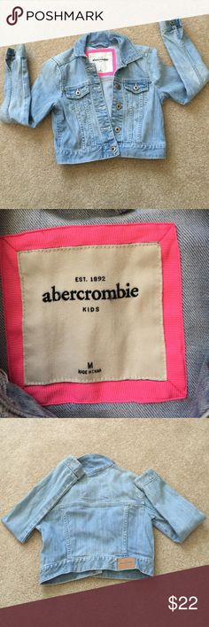 Abercrombie Kids Denim coat Sz Medium Pre owned size Medium Abecrombie Kids denim jacket . Has no rips or tears or stains  button front closure . Item comes from a smoke / pet free environment abercrombie kids Jackets & Coats Jean Jackets