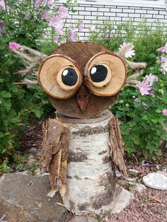 Wood Logs Owl Easy DIY Owl from Wood Logs  #fallgarden #falldecorations #woodlogcrafts #diywoodlogscrafts #woodlogsideas #fallgardendesign