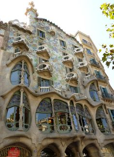 my very favorite ANTONI GAUDI building...perhaps my favorite building EVER....CASA BATLLO....in barcelona....seriously...it is thoroughly IMPOSSIBLE to capture, in one photo, the intricate, extraordinary, colorful, whimsical, crazy, WILDLY creative, artistic, and sheer insane AMOUNT of detail in this imaginative, unique thingie...the exterior, the interior, the roof, the staircases, the windows...it is......simply......STUNNING!!!<3 http://www.casabatllo.es/en/ and many more for pics and…