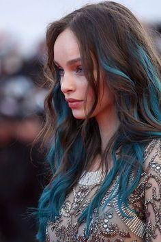 Originales les mèches bleu canard de Luma Grothe au Festival de Cannes 2016 !