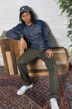 """The Hundreds 2017 Spring  The Hundreds's latest collection experiments with boxy, oversized fits, reversible garments, and new fabrications like engineered jacquard knits and reverse sateen to offer youthful takes on sophisticated menswear. Some standout pieces from collection include the chino """"Penn"""" shorts made of stretch selvedge twill with a drawstring waistband and the """"Franklin"""" short-sleeve woven shirt which is a take on the classic mechanics shirt constructed of cotton micro twill."""