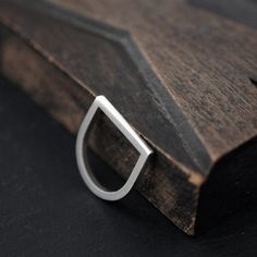 Silvery Adam Smile ring in solid silver
