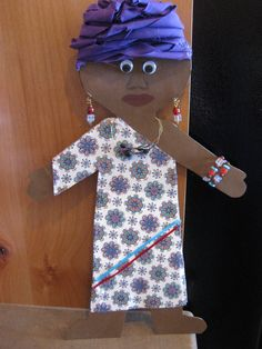 The project: to take a simple, plain, white paper doll and dress it as a South African. African Art For Kids, Africa Craft, African Theme, African Hut, Les Continents, World Crafts, Fathers Day Crafts, Thinking Day, Country Crafts