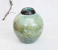 #peturn #cremationurn #dogurn #keepsakeurn #memorialurn #urnforashes #urnforhuman #urnforpet #crystalceramic #crystallinepottery Cremation urns pet urns crystal pottery green ceramic urn