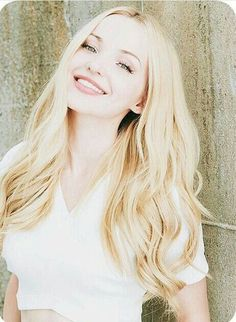 Book Dove Cameron as Lila Howard. Shes even got the dimples! Actrices Blondes, Dov Cameron, Dove Cameron Style, Belle Silhouette, Mannequins, Beautiful People, Hair Beauty, Celebs, Actresses