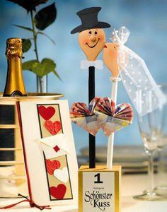 Einfach nur einen Umschlag übergeben? Langweilig! Hier kommen originelle Ideen, wie ihr Geldgeschenke für eine Hochzeit verpacken könnt...