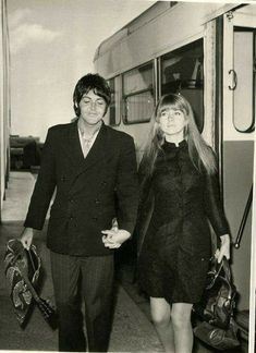 Paul McCartney and Jane Asher Paul Mccartney, Great Bands, Cool Bands, The Beatles 1, Jane Asher, Sir Paul, English Actresses, Saddest Songs, Wife And Girlfriend