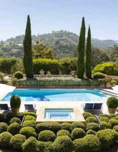 Un #jardin parfait pour profiter des journée d'été ! #été #piscine #soleil #détente #baignade #terrasse http://www.m-habitat.fr/piscine/types-de-piscine/les-differents-types-de-piscine-en-kit-4190_A