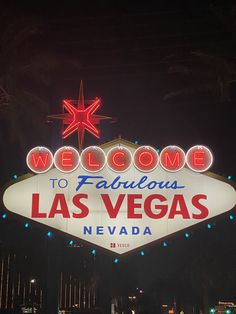 Las Vegas Sign Las Vegas Sign, Las Vegas Nevada, Online Roulette, Wall Collage Decor, Neon Aesthetic, Instagram Worthy, Future City, Creative Crafts, Picture Wall