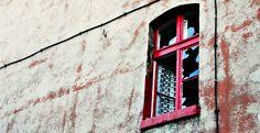 okno przy kamienicy do wyburzenia na ul Siennej
