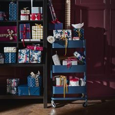 RÅSKOG roltafel | IKEA IKEAnl IKEAnederland decoratie kerst feestdagen inspiratie wooninspiratie interieur wooninterieur woonkamer kamer accessoires