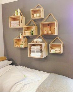 Most Pinned DIY Storage and Decoration Ideas 2020 DIY Projects When you're looking for DIY storage ideas, you'll find that you have a lot of options. It's possible to build your own shelves, or you can pick out wh. Pallet Furniture, Furniture Making, Home Furniture, Rustic Furniture, Living Furniture, Furniture Market, Antique Furniture, Bedroom Furniture, Home Decor Bedroom