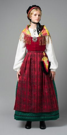 Style a Norwegian dress suitable for office use Traditional Norwegian dress, Fosen peninsula. Folk Clothing, Historical Clothing, Folk Costume, Costume Dress, Traditional Fashion, Traditional Dresses, Norwegian Clothing, Costume Ethnique, Costumes Around The World