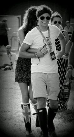 Awwwww..this is just so adorable i just jumped off a cliff into a sea of rainbows and butterflies<3