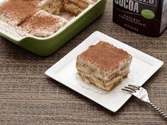 Healthier Low-Calorie Tiramisu (Made with Ricotta) Italian Desserts, Vegan Desserts, Just Desserts, Delicious Desserts, Healthy Tiramisu Recipe, Yummy Bars Recipe, Bar Recipes, Recipies, Snack Recipes