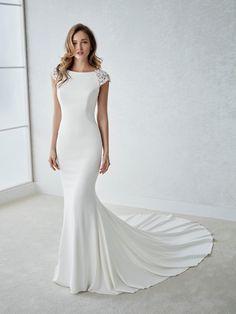 Xsasa Bruidsmode Groningen, premiumdealer van White One by Pronovias bruidsjurken. White One is een gunstig geprijsd kwaliteits-bruidsmerk en daardoor bijzonder aantrekkelijk.