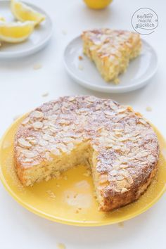 Juicy lemon and almond cake without flour Baking makes you happy Saftiger Zitronen-Mandel-Kuchen ohne Mehl Baby Food Recipes, Great Recipes, Cake Recipes, Dessert Recipes, Lemon Recipes, Dessert Oreo, Spring Cake, Baking Flour, Almond Cakes