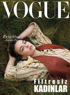 Brigette Lundy-Paine lands three covers for the April 2019 issue of Vogue Turkey. In front of the lens of An Le, the star of 'Atypical' wears an Altuzarra knit… Vogue Magazine Covers, Vogue Covers, Casey Atypical, Pretty People, Beautiful People, Art Magazin, Brigette Lundy Paine, Catherine Mcneil, Attractive People