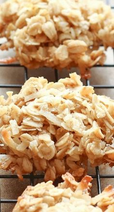 Coconut Lover's Oatmeal Cookies Recipe ~ These cookies are so chewy and irresistible(suiker vervangen) (cookie recipes coconut) Gluten Free Cookies, Gluten Free Desserts, Yummy Cookies, Gluten Free Recipes, Paleo Cookies, Healthy Snacks, Healthy Eating, Healthy Recipes, Coconut Recipes Snacks